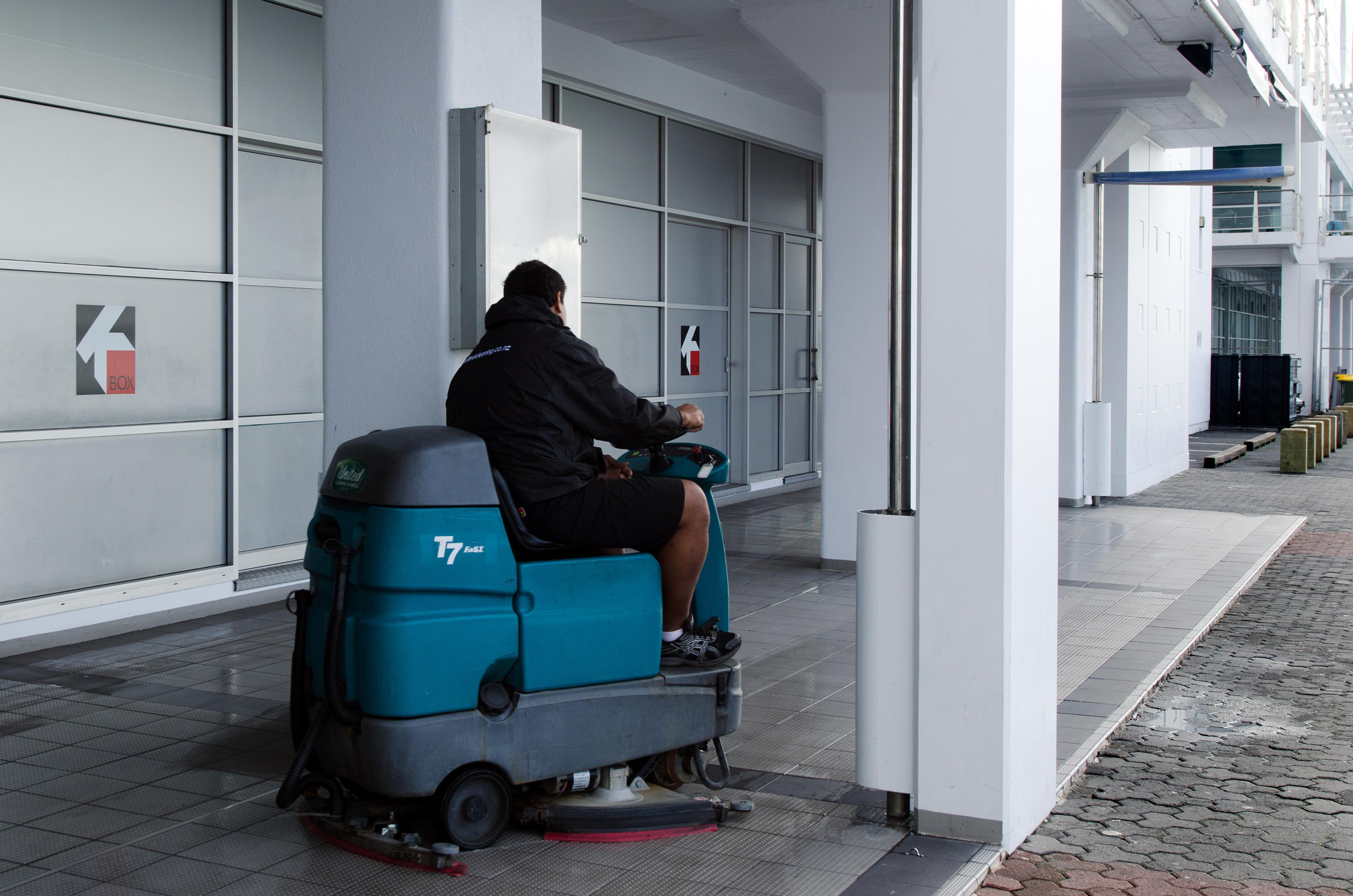 Floor polisher hire homedepot tool rental hiring floor for Concrete floor cleaner hire